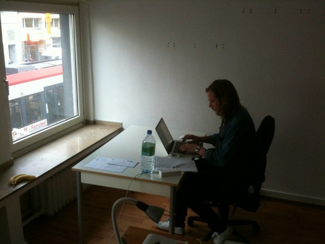 RETRO PICTURE OF HOJARS FIRST OFFICE